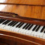 Czy poprzez zajęcia online można nauczyć się grać na pianinie?